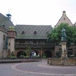 Le Koifhus ou l'Ancienne Douane face à la fontaine Schwendi.