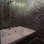 ... is the double Jacuzzi bath with blue underwater lighting !!!!!