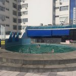 Bonita piscina con vista al mar, excelente para pasar alguna que otra tarde. Recomendable.