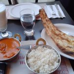 Butter Chicken, rice and garlic naan with lassi (drink)