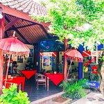 Photo de Bila Restaurant & Bungalows / No Fear Diving Scuba