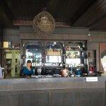 Foto de Salad Hut Restaurant
