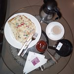 Room service available. Almost everyday I ate in the restaurant except for 1 day.