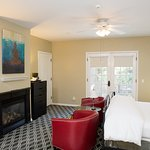 Meritage- Lower Garden Suite Room with Whirlpool Tub and Fireplace