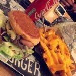 Cheeseburger bacon et frites au cheddar