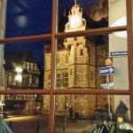 Blick aus dem Restaurant aufs Rathaus