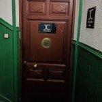 Puerta de acceso a las habitaciones (recepción)