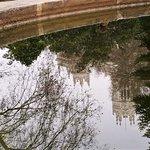 El Ayuntamiento reflejado en la Fuente de Apolo