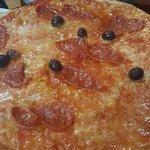 Pizza Mafiosa (Margherita + Salame, Olive e Piccante)