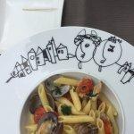 Vongole met pasta op een kunstig bordje van Jan Latisse