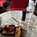 Photo de OAK Long Bar + Kitchen
