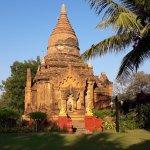 Lo stupa nel giardino dell'hotel