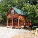 Hickory Hollow log cabin sleeps 2-4