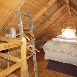 Hickory Hollow log cabin loft