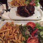 Pièce de bœuf de 650g frites et salade, repas très copieux !