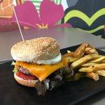 """burger """"Black Angus"""" avec des frites fraiche maison"""