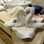 towel sculpture - bride and groom