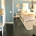 Crane Creek Inn Waterfront Bed and Breakfast لوحة