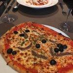 Pizza napolitana en penne arrabiata