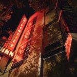 Photo de University Inn - A Staypineapple Hotel