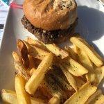 Burger sauce au poivre et vue de la terrasse idéalement située