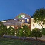 Photo de Holiday Inn Express Mebane