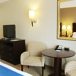 Photo de Holiday Inn Express Hotel & Suites Malone
