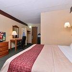 Photo de Red Roof Inn & Suites Newark - University