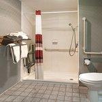 Foto de Red Roof Inn & Suites DeKalb