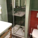 La salle de bains de la chambre 116