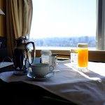 Platinum status complimentary breakfast room service (Free morning drink)