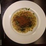 spaghetti bottarga, limone e cime di rapa
