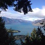 從滑索上看湖面