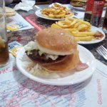 Cafeteria Manhattan Burger
