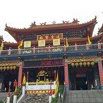 Templo taoista cerca de las pagodas