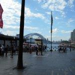 港を望む広場