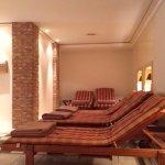 Liegen im Ruheraum im Saunabereich