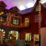 Entrada al negocios de Licores, paseo aldea con techo simulado cielo