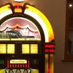 Funktionsfähige Jukebox im Aufenthaltsraum