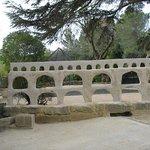 à côté du Pont du Gard.cf rembarde clin d' oeil.
