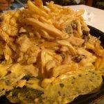 Batatão leão - filé, molho quatro queijos e fritas
