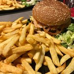 Burger and fries (by andrelmsantos)