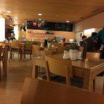 Speisesaal mit angenehmer Atmosphäre und sehr schmackhaftes Essen vom Büffet