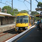 25 mins to Central and 15 mins to North Sydney from Lindfield Station (5 min walk from Killara I