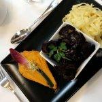 Repas excellents utilisant des produits frais, assiettes très joliment présentées. Et les desser