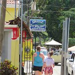 Easy walk to the beach and Manuel Antonio Park