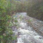 Río a la entrada del lugar