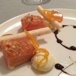 Cake à la rose, crème légère vanille, sorbet champagne pamplemousse