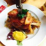 必须推荐Schweinehaxen 很好吃地道的特色美食 可以选去骨的做法 切起来省事一点 不然也是力气活,甜点就比较一般了