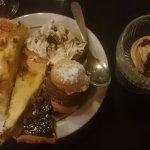 Plats et surtout plateau de desserts à volonté